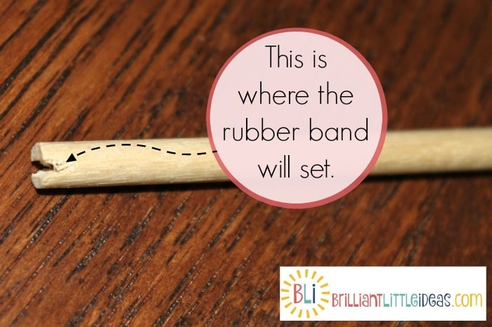 DIY craft for kids.Your kids will have so much fun with their DIY Rubber band gun and target. Great summer craft, rainy day craft, or weekend kid crafts.