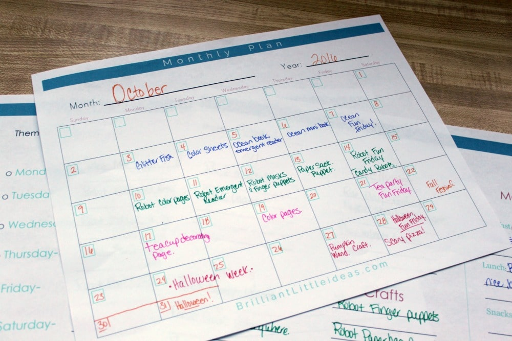 Free Printable Kids Activity Planner for moms who want to yank their hair out! Brainstorming page, supplies page, monthly calendar, weekly & daily planning.