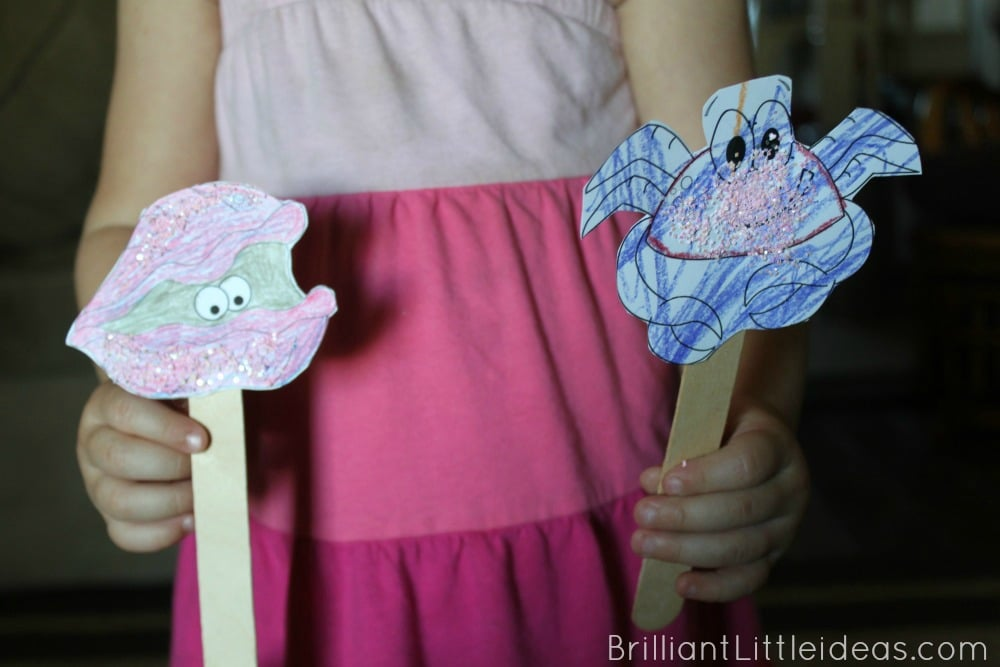 Glitter fish craft for kids is great with an Ocean theme fun friday. Need a quick glitter craft? great for daycare or at home.