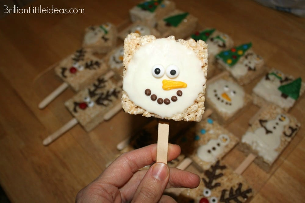 Oh my gosh, look at this super cute Christmas treats. I'm going to make these for a holiday party food. Simple Christmas Rice Crispy Pops. Christmas food