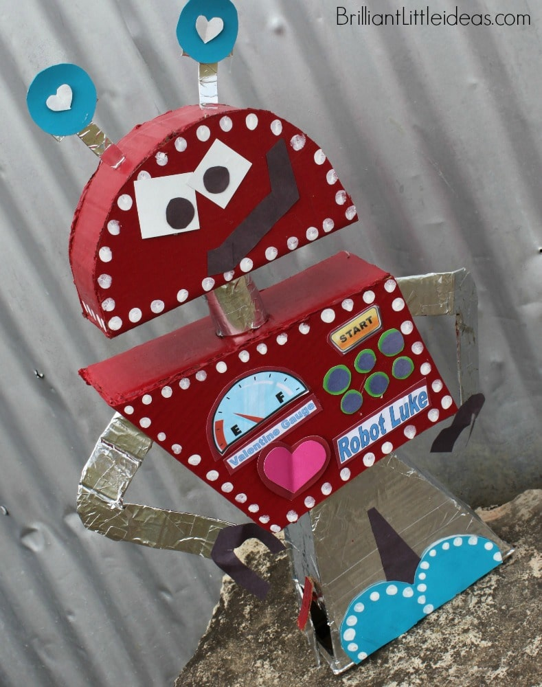 I'm going nuts over this DIY Robot Valentine's Day Box for kids. This will be perfect for my sons Valentine card box. Robot box fun for kids Valentine's Day
