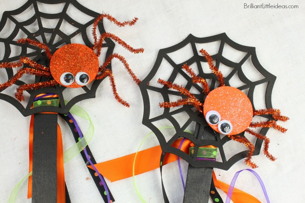 AWESOME! This Quick Craft Spider Wand is so easy. A Great Halloween craft for kids! My daycare kids loved this fall activity we do it every year. #Halloween