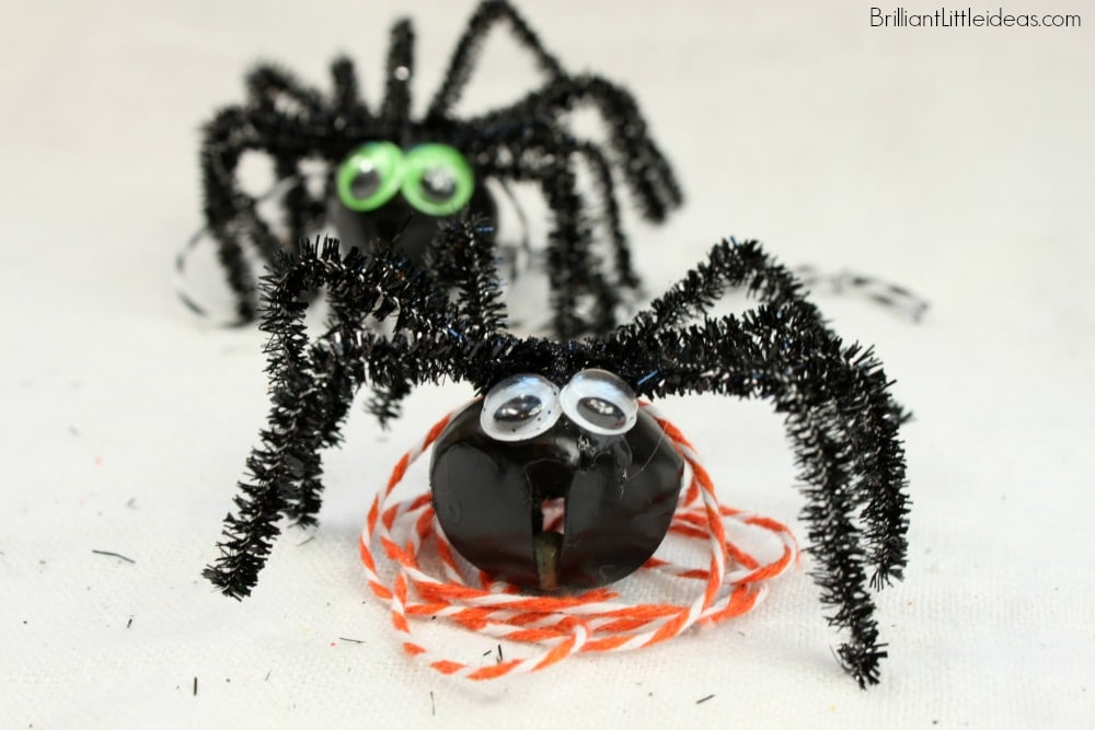 Let your kids make this Simple Spider Necklace for their fall craft. All you need is cheese cloth, eyes, string, and a bell to make this Halloween necklace.