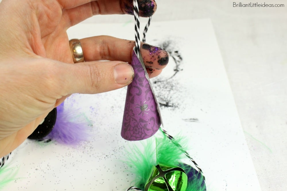 Try this fun DIY Witch Hat Necklace for kids. The Halloween bell necklace is a quick fall craft for girls or boys. Great fall teacher gift.