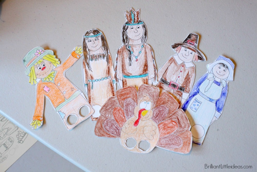 Have your kids create your own puppet show with these 5 Thanksgiving Finger Puppets. #freeprintable #Thanksgiving #fallkidscraft