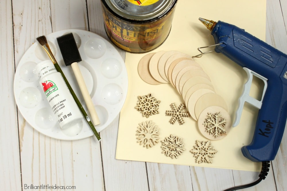 How to make your own DIY Snowflake Matching Game complete with Video. Great Christmas gift or stocking stuffer for kids. Great classroom gifts #christmas