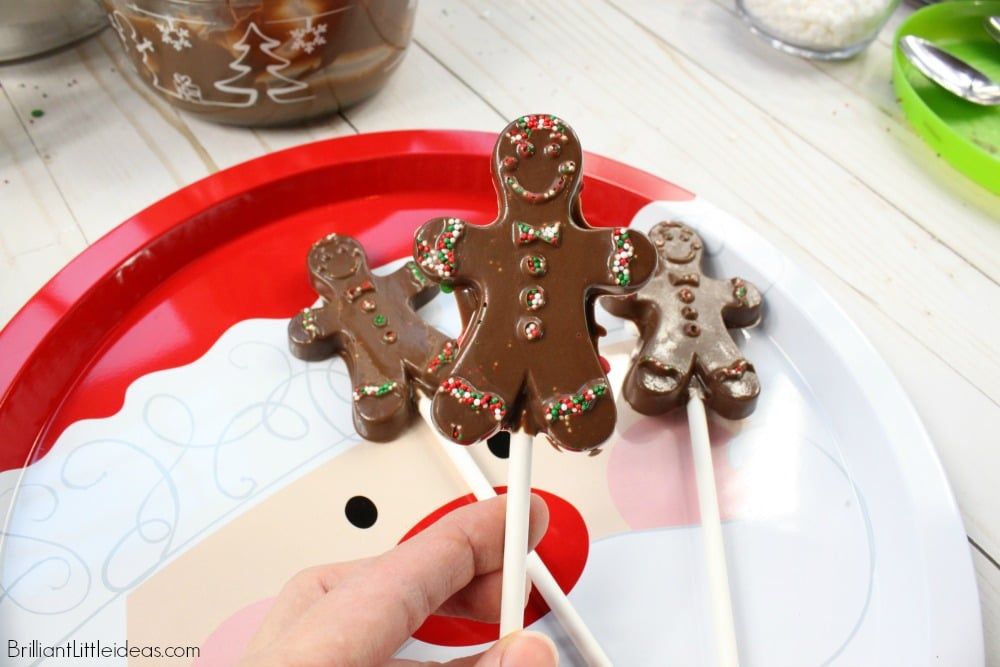 Did you procrastinate again? Make these Last Minute Christmas Treats to give as yummy chocolate gifts for kids, or teachers. Chocolate sucker lollipops are even great for stocking stuffers. Ill show you how to make these complete with a diy video. #christmas #kidfun #kidcraft